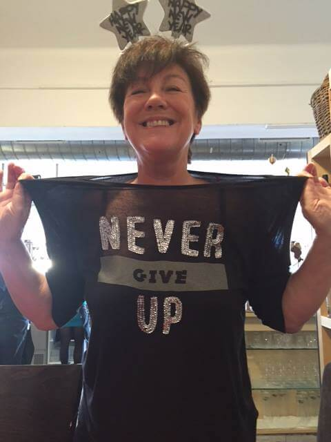 Frau im T-Shirt mit Spruch