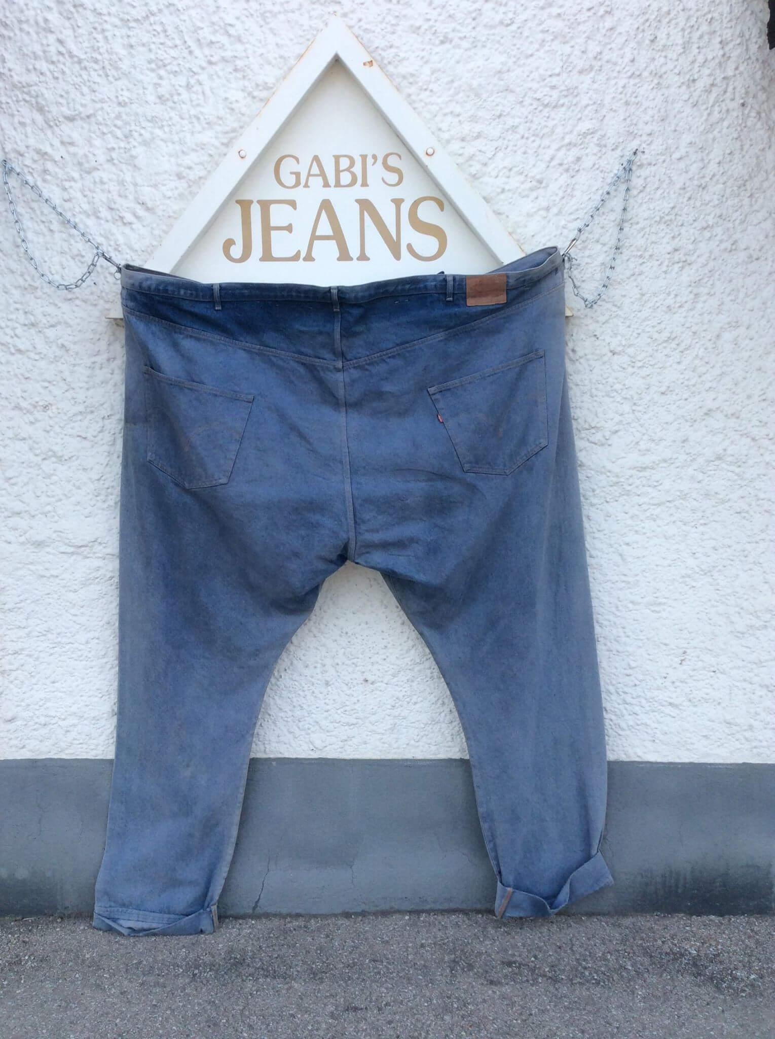 Eine riesige Jeans