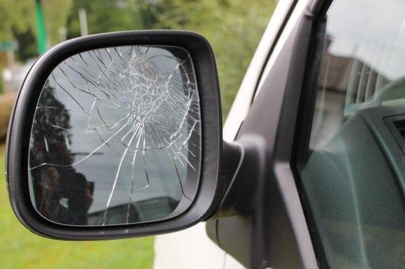 Seitenspiegel am Auto kaputt
