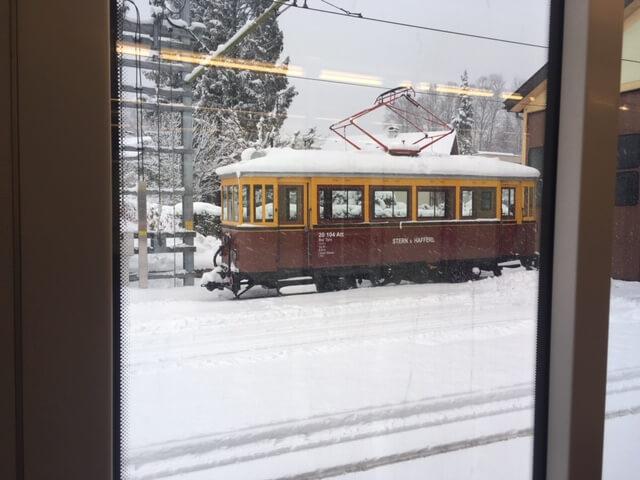 Alter Zug im Schnee