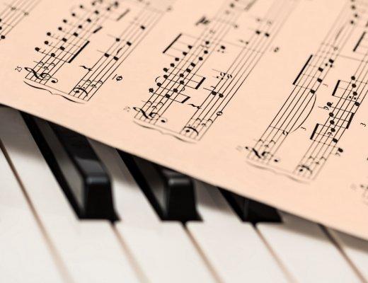 Klavier und Noten